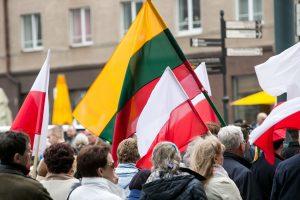Lietuviai ir lenkai – palankiausiai JAV vertinantys europiečiai