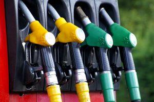 Dyzelinui ruošiami didesni akcizai – kaina dar labiau priartės prie benzino