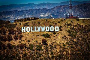 Holivudas sveikina skandalą, nušviečiantį nederamą seksualinį elgesį