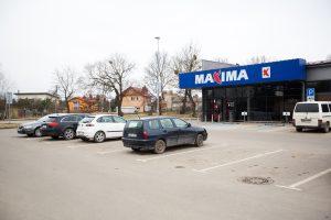 Sulaikyti parduotuvėje nėščią moterį ir jos vyrą užpuolę jaunuoliai