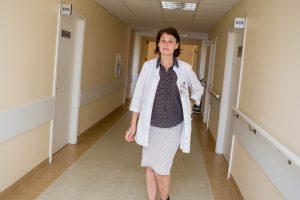 Ligoniai miršta kasdien, o nauji gydymo metodai vilkinami