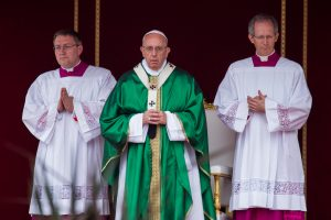 Popiežius: dvasininkai turi būti pasiekiami dieną ir naktį