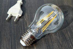 Nuo sausio mažėja elektros kaina