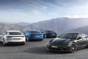 """Naująjį """"Porsche Panamera 4 E-Hybrid"""" bus galima įkrauti"""