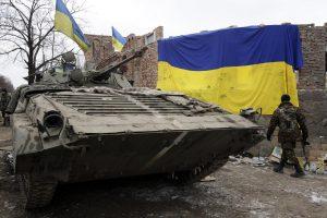 Rytų Ukrainoje žuvo du Kijevo kariai, dar penki sužeisti