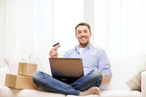 Tyrimas: Lietuvoje populiarėja įprotis pirkti internetu