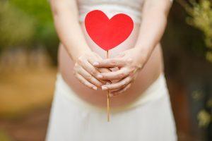 Galimybe gimdyti namuose galėtų pasinaudoti ne visos gimdyvės