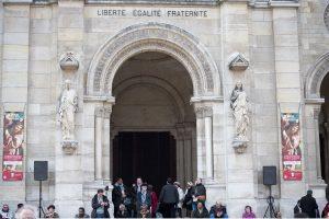 Prancūzijos katalikų bažnyčia pažadėjo atskleisti visus pedofilijos atvejus