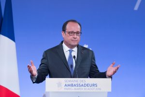 Prancūzijos prezidentas: ES ir JAV prekybos sutarties iki metų pabaigos nebus
