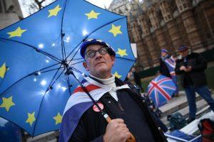 "Britanijos parlamentas žada imtis ""Brexit"" sutarties"