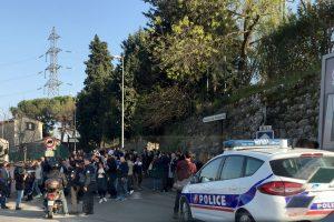 Prancūzijos mokykloje buvo pašauti keturi žmonės: du įtariamieji suimti