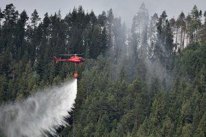 Latvija prašo Baltarusijos padėti gesinti durpyno gaisrą