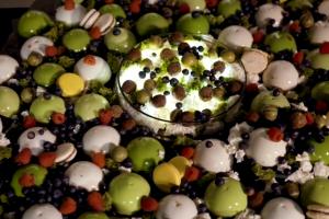A. Gadžijevas sukūrė įspūdingo dydžio modernų desertą