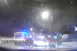 """Vilniuje neblaivaus """"Audi"""" vairuotojo gaudynės priminė serialą """"Kobra 11"""""""