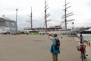 Uostamiestyje vieši du kruiziniai laivai