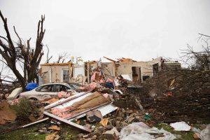 JAV siaubusios audros nusinešė mažiausiai 43 žmonių gyvybes