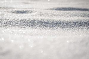 Sniege rastas miręs vyras