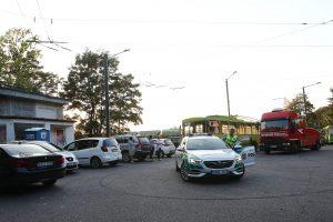 T. Masiulio gatvėje dėl ne vietoje pastatytų automobilių sutriko troleibusų eismas