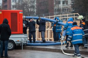 Dėl nutrauktų vamzdžių ir įgriuvos Vilniuje paskelbta ekstremali situacija
