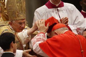 """Planai atidaryti """"McDonalds"""" restoraną Vatikano pašonėje užrūstino kardinolus"""