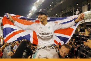 """L. Hamiltonas po šešerių metų susigrąžino """"Formulės 1"""" planetos čempiono titulą"""