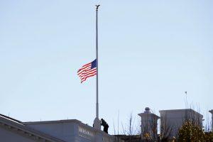 Dėl teroro Kalifornijoje B. Obama nurodė nuleisti vėliavas iki pusės stiebo