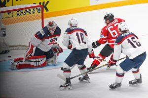 Pasaulio ledo ritulio čempionatą pergalėmis pradėjo švedai bei kanadiečiai