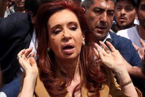 Teisėjas patvirtio kaltinimus buvusiai Argentinos prezidentei korupcijos byloje