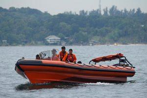 Blėsta viltys rasti prie Indonezijos krantų nuskendusiu kateriu plaukusius žmones