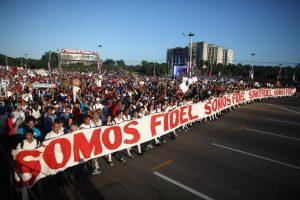 Kuba mini revoliuciją kariniu paradu F. Castro garbei