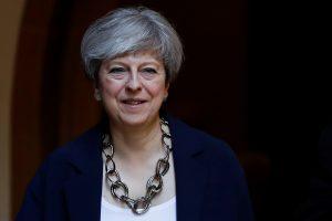 Skaudų smūgį patyrusi T. May pristatė naują Britanijos ministrų kabinetą
