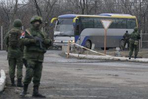Donbase nelaisvėje lieka daugiau kaip 100 ukrainiečių, 400 laikomi dingusiais
