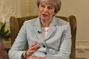 """Didžiosios Britanijos premjerei JAV migrantų vaikų vaizdai kelia """"didelį nerimą"""""""