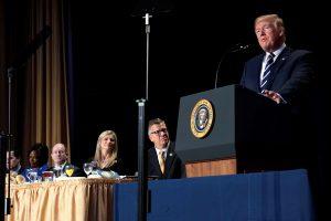 """D. Trumpas: tikėjimas yra """"centrinis"""" dalykas amerikiečių gyvenime"""