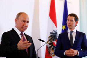 V. Putinas: Rusija suinteresuota Europos Sąjungos sankcijų panaikinimu