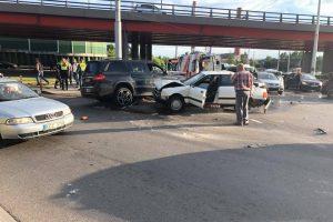 Vilniuje per penkių automobilių avariją sužaloti du žmonės