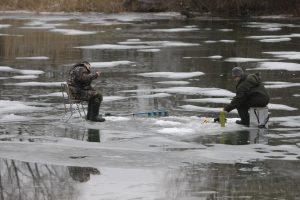 Įlūžusius žvejus išgelbėjo du klaipėdiečiai