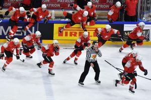 Šveicarai po 82 metų pertraukos pateko į pasaulio ledo ritulio čempionato finalą