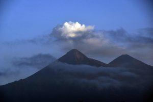 Gvatemala: vėl išsiveržė Fuego ugnikalnis