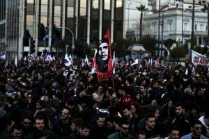 Tūkstančiai graikų Atėnuose protestuoja prieš pensijų reformą