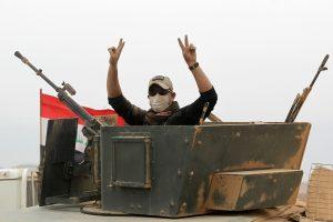 JAV aviacija taikėsi į 50 džihadistų transporto priemonių prie Mosulo