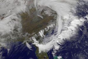 JAV siaučiančios audros nusinešė mažiausiai penkias gyvybes