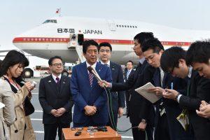 Japonijos premjeras išvyko į Europą aptarti saugumo ir prekybos reikalų