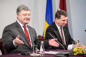 P. Porošenka: rusiškoji pusė nė dienos nesilaikė paliaubų Donbase