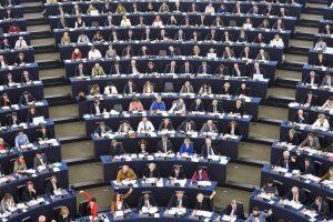 EP pasmerkė susidorojimą su protestuotojais Rusijoje ir Baltarusijoje