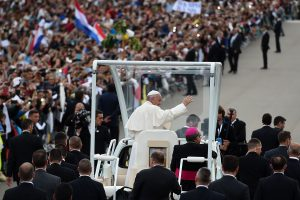 Popiežius atvyko į Portugaliją aplankyti Fatimos šventovės