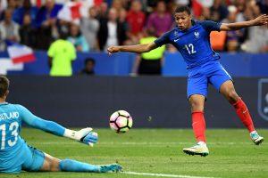 Futbolo drama Paryžiuje – mažumoje likę prancūzai palaužė anglus