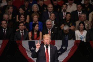 D. Trumpas smerkia negailestingą režimą Kuboje
