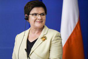 """Lenkija kritikuoja """"skandalingą"""" Europos Parlamento raginimą taikyti jai sankcijas"""