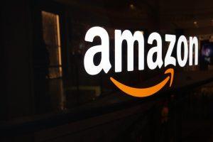 """""""Amazon"""" maisto prekių parduotuvėse stovėti eilėse prie kasų nereikės"""